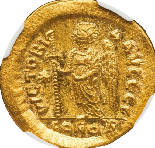 JUSTIN I GOLD SOLIDUS - OFFICINA GAMMA EMISSION WITH VICTORY HOLDING CROSS - CHOICE MINT STATE NGC GRADED BYZANTINE COIN (Inv. 11979)